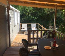 Camping Eskualduna : Terrasse semi couverte à Hendaye Loggia1