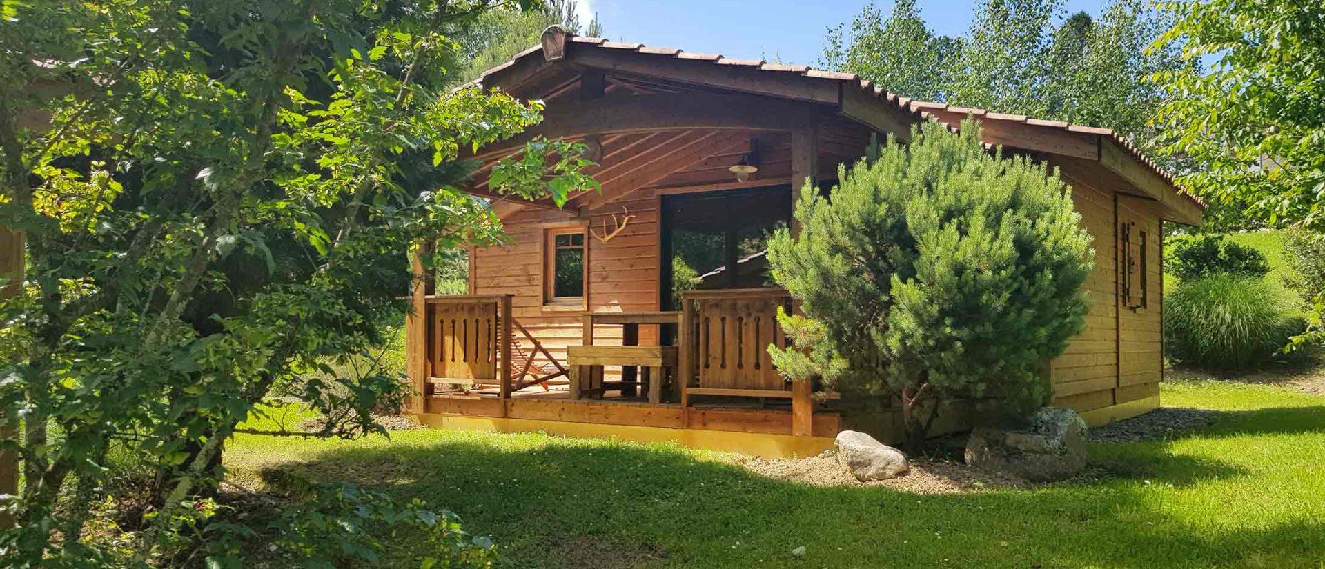 Vue extérieure du Chalet Eco Lodge au Camping pays basque 4 étoiles Eskualduna